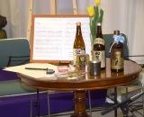祭壇前には、葉巻、ウィスキー、遺作となった「都会のカラス」直筆譜面が飾られた (C)ORICON NewS inc.