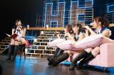 深川舞子MCの「まいこむの部屋」では指原莉乃(右)がたじたじに(C)AKS
