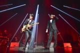 フジファブリックのライブに俳優・山田孝之(右)がサプライズ登場(カメラマン:河本悠貴