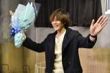 ドラマ『視覚探偵 日暮旅人』で主演を演じた松坂桃李がオールアップ (C)日本テレビ