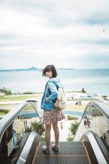 沖縄で素顔を見せた欅坂46・平手友梨奈 (C)細居幸次郎/集英社