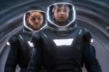 ジェニファー・ローレンスとクリス・プラットが共演する映画『パッセンジャー』の特別映像が公開