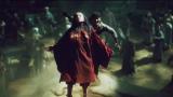 NHK総合・大河ファンタジー『精霊の守り人 悲しき破壊神』第7回より。アスラ(鈴木梨央)が破壊神を降臨させようとした時、バルサ(綾瀬はるか)が飛び込んで来る! (C)NHK