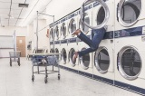 海外でもコインランドリーを利用できれば、洗濯や乾燥の手間が省けるだろう