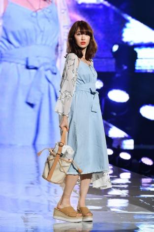 『神戸コレクション2017 SPRING/SUMMER』でランウェイを飾ったAKB48・小嶋陽菜
