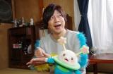 4月5日スタート、Eテレの新番組『コノマチ☆リサーチ』主人公「ハジメ」役の岸田メルと「宇宙人ズビ」(CV:久野美咲)(C)NHK