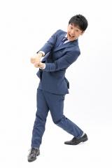 27日よりスタートする関西テレビ『みんなのニュース 報道ランナー』(毎週月〜金曜 後4:47〜)のメインキャスターに新実彰平アナウンサーが就任 (C)関西テレビ