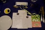テーブルの上にはメニューやプログラムが (C)oricon ME inc.