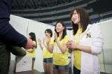 来場者に募金を呼びかける山本彩らメンバーたち(C)NMB48