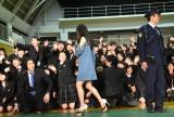 2人のサプライズ登場に大喜びする生徒 (C)ORICON NewS inc.