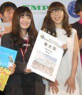 『第9回CDショップ大賞』で準大賞を受賞したAimer(右) (C)ORICON NewS inc.