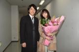 関西テレビ・フジテレビ系ドラマ『嘘の戦争』二科兄妹(藤木直人、山本美月)も笑顔でクランクアップ(C)関西テレビ