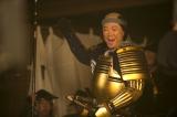 大河ドラマ『おんな城主 直虎』金ピカのよろいで目立ちまくりの松平元康(阿部サダヲ)(C)NHK