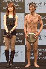 映画『バイオハザード:ザ・ファイナル』のブルーレイ&DVD世界最速リリース記念PRイベントに参加した(左から)藤谷ニコル、アキラ100% (C)ORICON NewS inc.