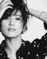 E-girls/Flowerの藤井萩花が『JJ』カバーに登場(C)光文社