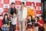 日本マクドナルド「はじめて体験」プログラム発表会に出席した石田純一(後列中央)