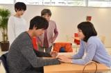 日本テレビ系連続ドラマ『お迎えデス。』第5話に出演する飯豊まりえ(右) (C)日本テレビ