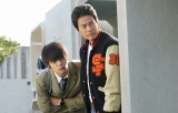 日本テレビ系連続ドラマ『ラストコップ』第6話より(左から)窪田正孝、唐沢寿明 (C)日本テレビ