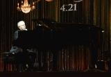 ピアノメドレーを披露したアラン・メンケン氏=映画『美女と野獣』の来日記者会見 (C)ORICON NewS inc.