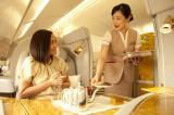 世界中の乗客を接遇するエミレーツの客室乗務員ならではの接客術を紹介
