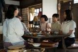HK連続テレビ小説『ひよっこ』第1週より。谷田部家(左から)美代子(木村佳乃)、茂(古谷一行)、妹・ちよ子(宮原和)、弟・進(��橋來)、みね子(有村架純)