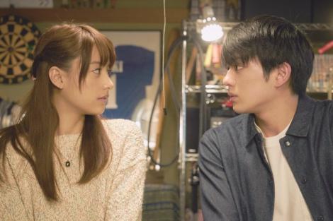 映画『ピーチガール』に出演する(左から)山本美月、真剣佑 (C)2017「ピーチガール」製作委員会