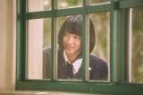 ニヤリとほほ笑む小悪魔モード全開の沙絵(永野芽郁)(C)2017「ピーチガール」製作委員会