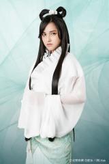 白蛇の化身・白娘(パイニャン)役を務める山下聖菜