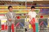 4月16日放送、関西テレビ・フジテレビ系『まきこまれ決断ショー 私はコレで助かりました』スタジオゲストの佐藤栞里(右)、石原良純(C)関西テレビ