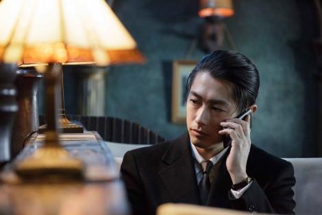 魅惑的な結婚詐欺師を演じるディーン・フジオカ (C)2017「結婚」製作委員会