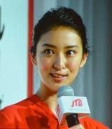 2017年度JTBグループ合同入社式にサプライズ出演し、新入社員にエールを送った女優・武井咲 (C)oricon ME inc.