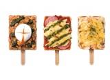 小腹対策にもおすすめなデリワッフル。左から『とろーり卵のガパオ』、『グリル野菜と完熟トマトのマルゲリータ風』、『海老ときのこのチーズグラタン』各450円