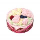 花束をイメージした新作アイスクリームケーキ「ブーケフォーユー」。ピンク、イエロー、グリーンのホイップクリームでブーケを表現。トッピングはブルーベリーとラズベリー。4号サイズ(直径約14cm×高さ約4.5cm)