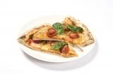 東京・池袋パルコ「君の名は。」カフェのメニューより。「あの名店のピザ?!」(680円・税抜き)瀧がアルバイトしているお店のピザ