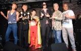 abe gakkのメジャーデビュー記念ライブ前イベントに参加した(左から)楽しんご、タジマジック、エスパー伊東、abe-gakk(アベガク)、神取忍、渡辺一久 (C)ORICON NewS inc.