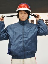 ヘルメットは顎ひもをきちんと止めないと危険(C)oricon ME inc.