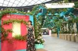 第19回国際バラとガーデンニングショウ『バラのタイムトンネル』完成セレモニーに出席した蛯原友里