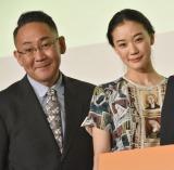 映画『家族はつらいよ2』完成披露試写会に出席した(左から)林家正蔵、蒼井優 (C)ORICON NewS inc.