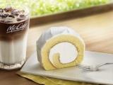 マックカフェから北海道産の純生クリームを使った『贅沢ロールケーキ』が登場