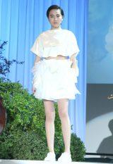 ホイップクリームをモチーフにしたドレスを着こなす麻宮彩希(C)oricon ME inc.