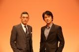 『日経スペシャル ガイアの夜明け』が、2002年4月の番組開始から15年を迎えた。2010年から案内人を務める俳優の江口洋介(左)、14年からナレーションを担当している杉本哲太がコメントを寄せた(C)テレビ東京