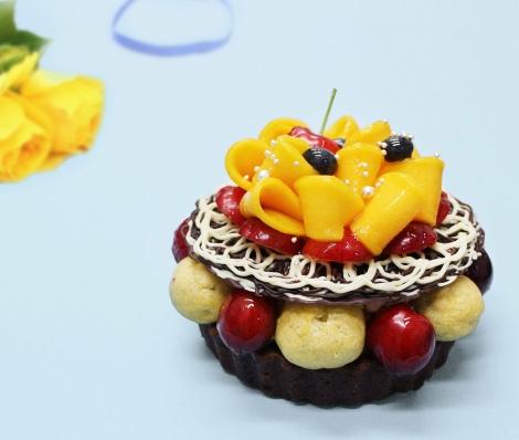 カフェコムサの「父の日」限定ケーキ『To my loving Daddy〜マンゴーとアメリカンチェリーのチョコレートケーキ〜』