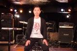 特別番組「スピッツ『CYCLE HIT』TV」スピッツTシャツを着て収録に臨んだハライチ・岩井勇気