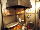 三鷹の森ジブリ美術館で5月27日スタート。新企画展示『食べるを描く。』『天空の城ラピュタ』より、タイガーモス号の厨房 (C)ORICON NewS inc.