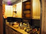 三鷹の森ジブリ美術館の企画展示『食べるを描く。』より。『天空の城ラピュタ』タイガーモス号の厨房