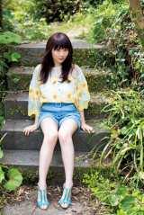 美脚を披露した欅坂46・長沢菜々香 (C)藤本和典/ヤングマガジン