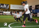 日本の子どもたちとサッカーで交流を深めたネイマール (C)ORICON NewS inc.