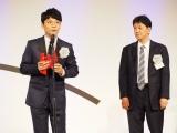 『第54回ギャラクシー賞』マイベストTV賞 第11回グランプリを受賞した『逃げるは恥だが役に立つ』(左から)星野源、プロデューサーの那須田淳氏(C)ORICON NewS inc.