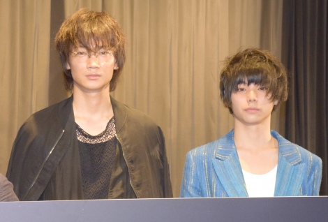 映画『武曲 MUKOKU』初日舞台あいさつに出席した(左から)綾野剛、村上虹郎 (C)ORICON NewS inc.