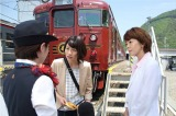 """軽井沢−長野駅間を走る観光列車""""ろくもん""""が登場(C)テレビ朝日"""